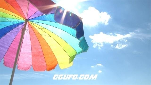 2663-鲜艳沙滩伞蓝天灿烂阳光照射高清延时实拍视频素材