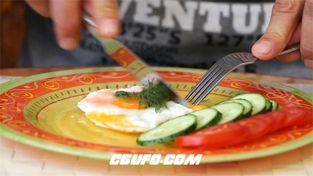 2786-精致早餐荷包蛋男人使用刀叉切开进食人物生活饮食高清实拍视频素材