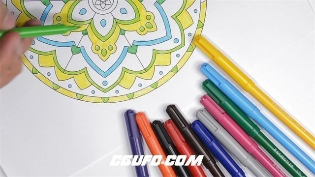 2795-五颜六色水彩笔填充涂绘上色秘密花园涂色画册动作镜头高清实拍视频素材