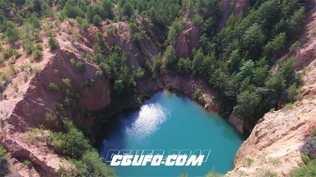 2796-蔚蓝湖水藏于青葱群山自然风光尽收眼底航拍记录高清实拍视频素材