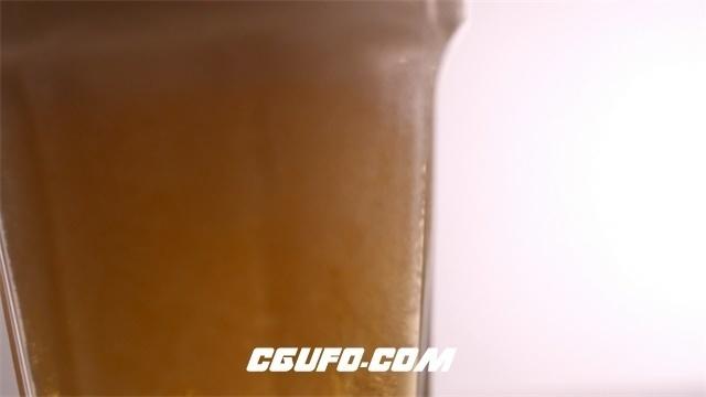2978-夏日冰爽冷饮啤酒慢动作倒入气泡慢慢涌现动态镜头特写高清实拍视频素材