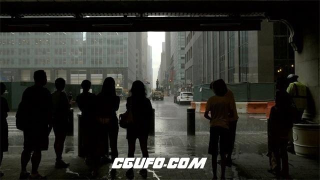 2992-大雨冲洗街道商业大楼出口站立人们避雨静候雨水停止高清实拍视频素材