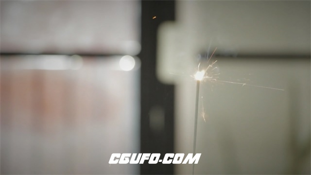 2994-火柴点燃白色烟花花火四射灿烂燃烧冒烟消逝易燃物燃烧过程高清视频拍摄