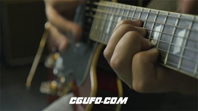 2995-吉他手双手节奏弹动按动电子吉他指板弹奏音乐人物生活高清实拍视频素材