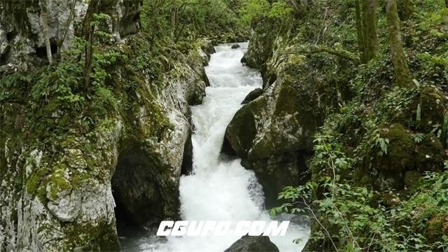 3010-森林河流激流猛进河水汹涌澎湃山涧瀑布直流而下水运动高清视频拍摄