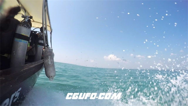 3094-阳光明媚夏日假期游人出游海上乘坐轮船动态镜头高清实拍视频素材