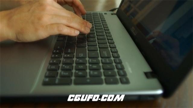 3098-商务办公室职员笔记本电脑办公操作做笔录动态高清实拍视频素材