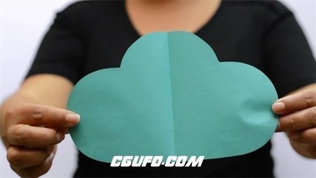 3121-简洁室内一名女士手拿各种颜色爱心云朵圆形长方形形状高清实拍视频素材