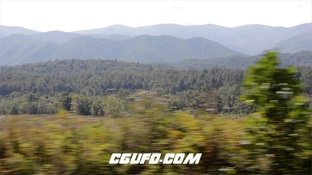 3622-在山区森林中驾驶前行高清实拍视频素材