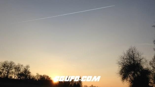 3857天空飞机拖尾高清实拍视频素材